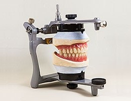 Kunststoffzähne